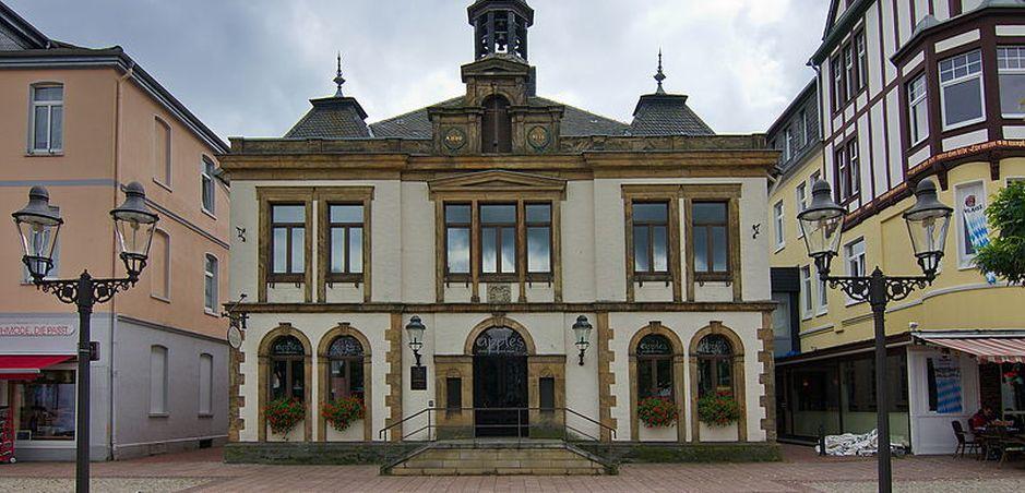 Copyright: Losch via Wikipedia – Altes_Rathaus_von_1827_am_Marktplatz_in_Peine